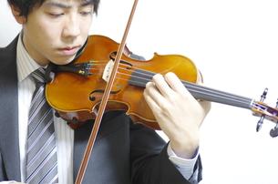 バイオリン奏者の写真素材 [FYI00325583]