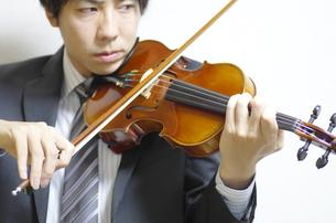 バイオリン奏者の写真素材 [FYI00325587]