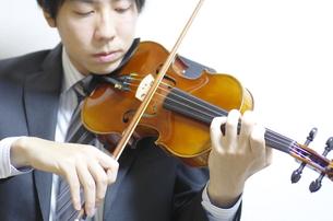 バイオリンの演奏の写真素材 [FYI00325591]
