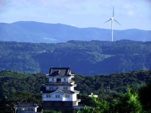 平戸城と風車 立ち並ぶ過去と現在の写真素材 [FYI00325634]