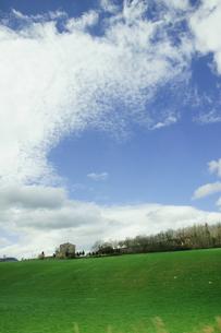 草原と青空の素材 [FYI00327723]