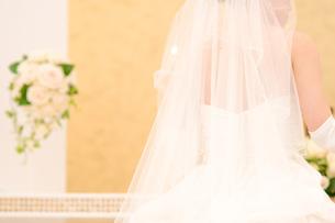 花嫁の後ろ姿とブーケの素材 [FYI00327738]