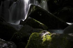 光差す滝の素材 [FYI00327749]
