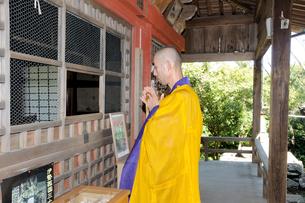 僧侶 祈りの写真素材 [FYI00328084]
