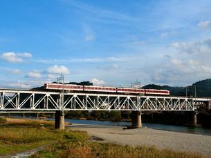 吉野川橋梁を行く電車の写真素材 [FYI00329275]