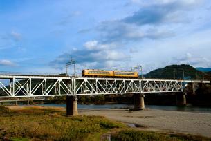 吉野川橋梁を行く近鉄特急の写真素材 [FYI00329288]
