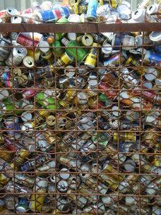 空き缶がいっぱいの写真素材 [FYI00329520]