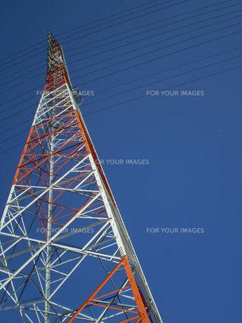 鉄塔と青空の素材 [FYI00329577]