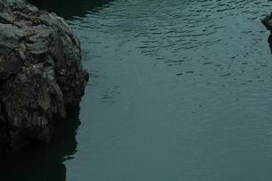 淵と岩の写真素材 [FYI00331274]