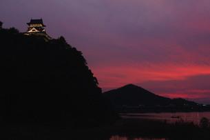 犬山城と夕焼けの素材 [FYI00331336]
