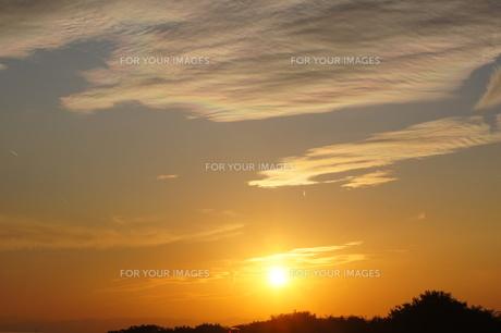 夕暮れの彩雲の素材 [FYI00331367]