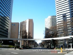新宿の街並みと青空の写真素材 [FYI00332283]