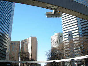 新宿の街並みと青空の写真素材 [FYI00332299]