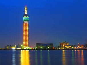 夕刻の秋田港の写真素材 [FYI00332436]