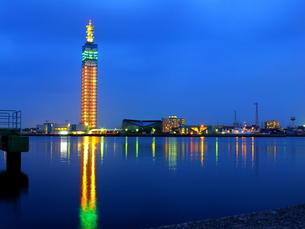 夕刻の秋田港の写真素材 [FYI00332439]