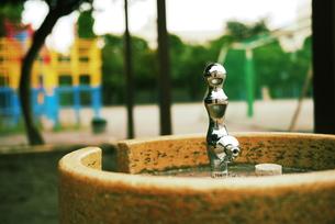 校庭の水飲み場の写真素材 [FYI00332555]