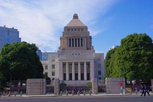 国会議事堂と青空の写真素材 [FYI00332658]