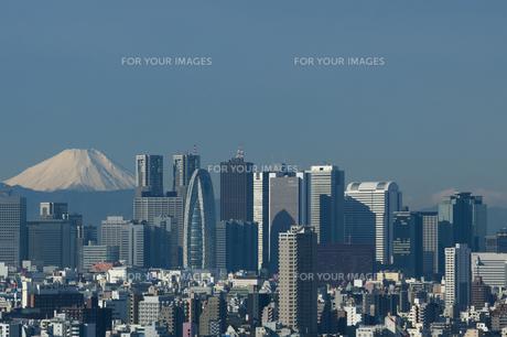 新宿のビル街と富士山の素材 [FYI00332698]