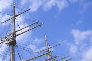 帆船のマストと青空の写真素材 [FYI00332718]