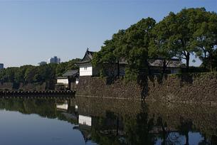 皇居の大手門と大手濠の写真素材 [FYI00332877]