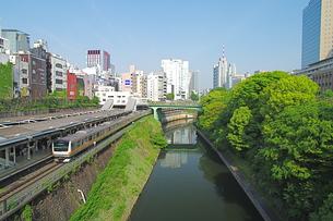 御茶の水駅と神田川の写真素材 [FYI00333410]