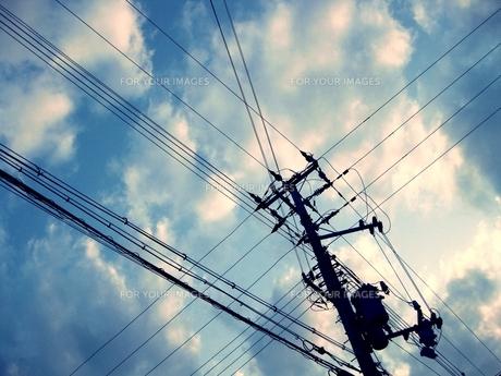 青空・電線の素材 [FYI00333666]