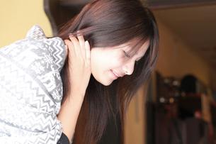 女性の横顔の写真素材 [FYI00333746]