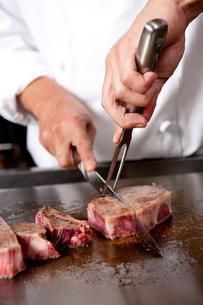 鉄板で焼くステーキの素材 [FYI00333920]