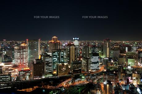大阪梅田・空中庭園展望台からの夜景の素材 [FYI00333945]