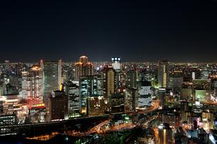 大阪梅田・空中庭園展望台からの夜景の写真素材 [FYI00333945]