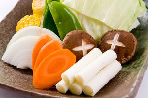 焼き肉用の焼き野菜盛りの素材 [FYI00333973]