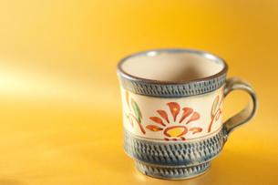 沖縄名産やちむんのカップの写真素材 [FYI00333997]