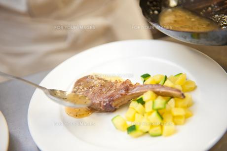 ラム肉料理の素材 [FYI00334021]