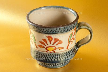 沖縄名産やちむんのカップの素材 [FYI00334031]