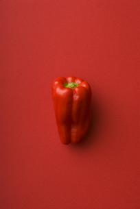 赤ピーマンの写真素材 [FYI00334036]