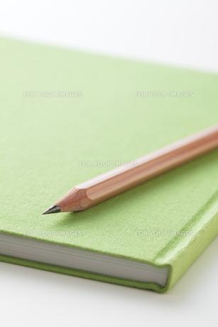 鉛筆とノートの写真素材 [FYI00334385]