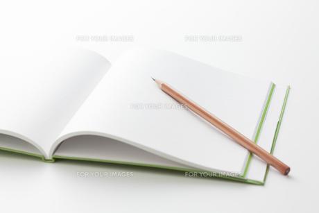 鉛筆とノートの素材 [FYI00334396]
