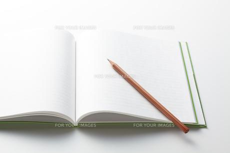 鉛筆とノートの素材 [FYI00334406]