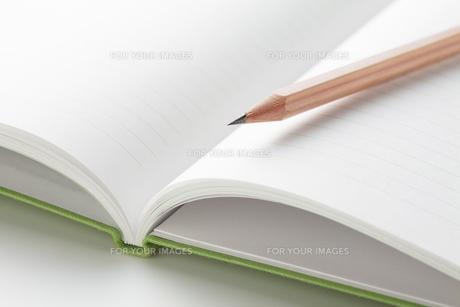 鉛筆とノートの素材 [FYI00334417]