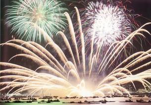 宮島水中花火大会の写真素材 [FYI00334697]