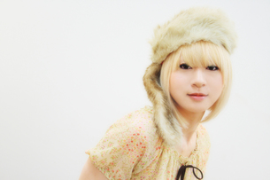 金髪の若い女性の写真素材 [FYI00334702]