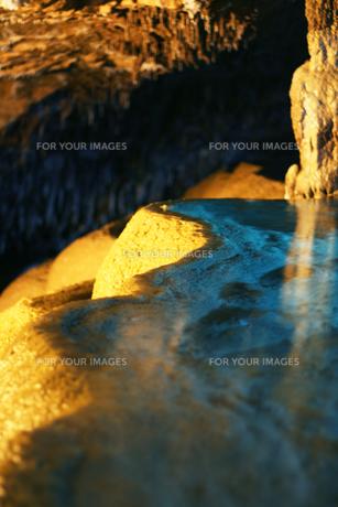 玉泉洞 黄金の盃の写真素材 [FYI00334709]