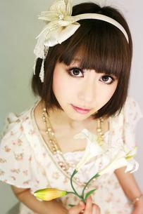 笑顔の若い女性の写真素材 [FYI00334738]