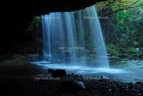 水のカーテンの写真素材 [FYI00334965]