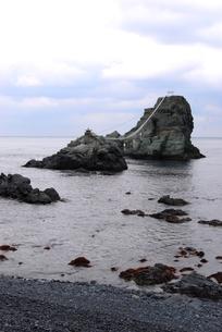 佐賀関のビシャゴ岩の写真素材 [FYI00335056]