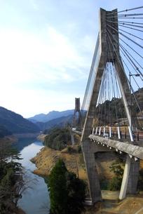 宇目の唄げんか橋の写真素材 [FYI00335057]
