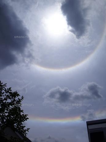 日暈と環水平アークの写真素材 [FYI00335306]