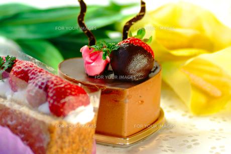 ハートのイチゴケーキの写真素材 [FYI00335385]