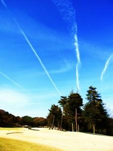 飛行機雲の素材 [FYI00335589]