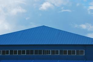 青い空と青いドームの写真素材 [FYI00335823]